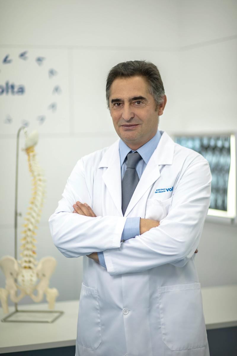 Dr. César Hernández García